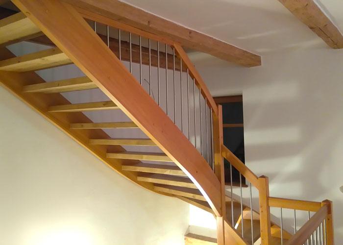 Freitragende Treppen mit Geländer